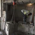 כמה עולה לשבור קיר בטון